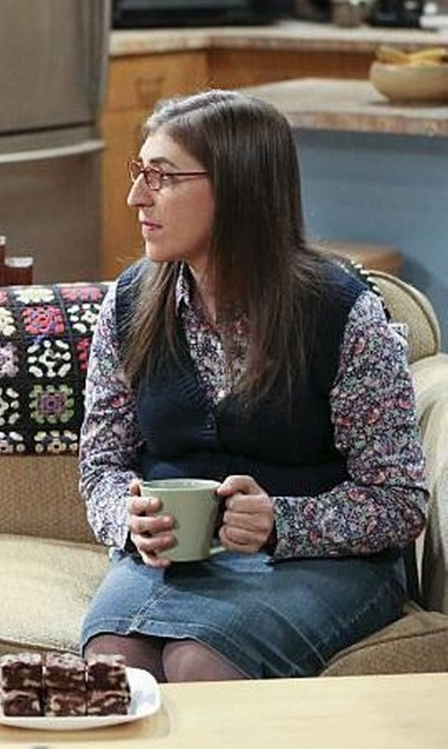 Mayim Bialik with Paige Women's Deirdre Skirt in The Big Bang Theory