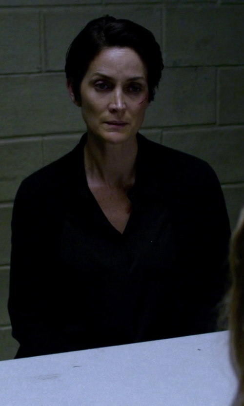 Carrie-Anne Moss with Le Jean De Marithé + François Girbaud Button Down Shirt in Jessica Jones