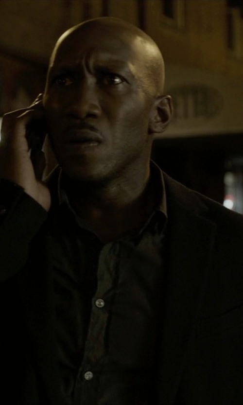 Mahershala Ali with John Varvatos Collection Hampton Two Button Notch Lapel Suit in House of Cards