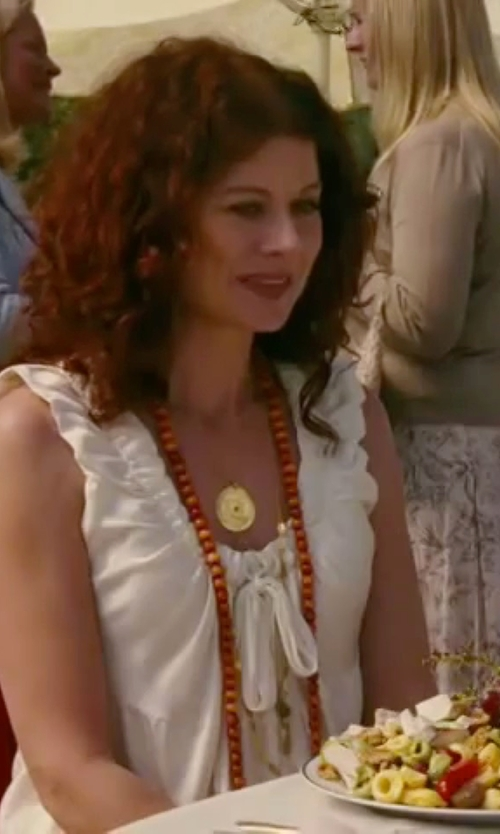 Debra Messing with Effy D Oro Pave Medallion Pendant Necklace in The Women