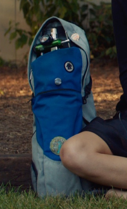 Shailene Woodley with Cramer Decker Medical Sidekick Cylinder Pull Bag in The Fault In Our Stars