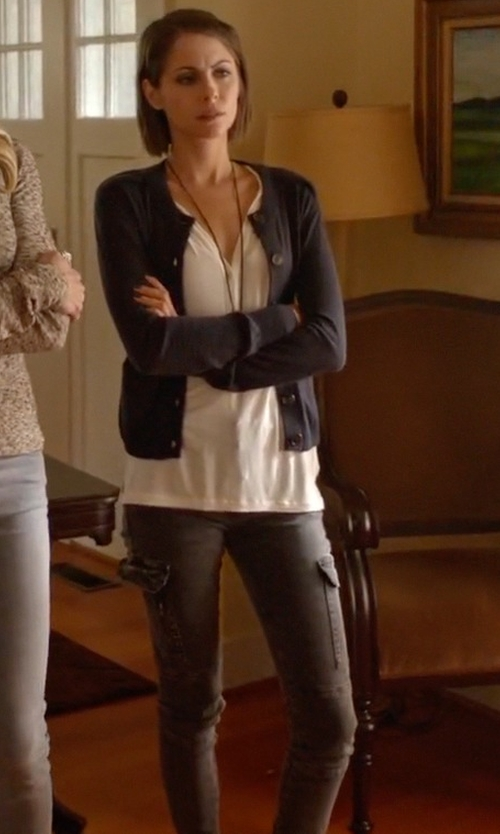 Willa Holland with 7 For All Mankind The Skinny Cargo Pants in Arrow