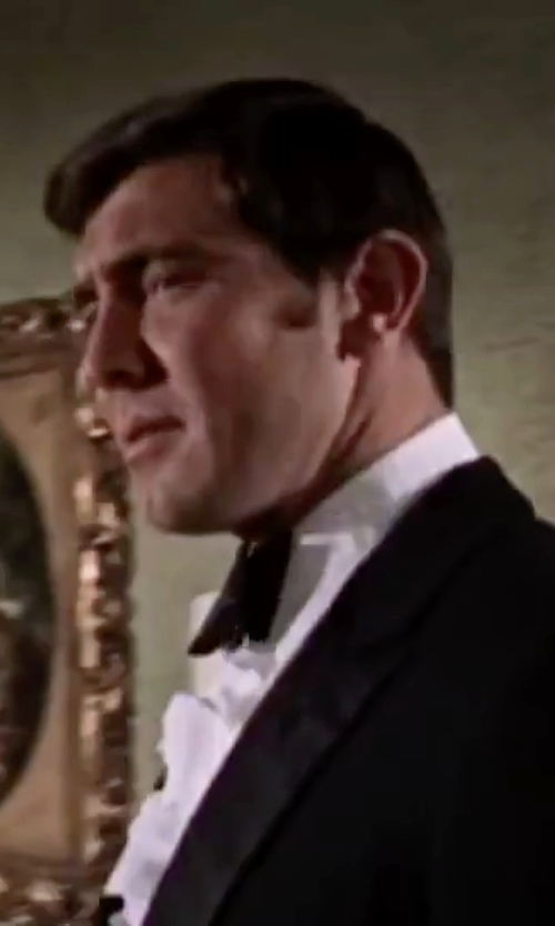 George Lazenby with David Donahue Solid Satin Pre-Tied Bow Tie in On Her Majesty's Secret Service