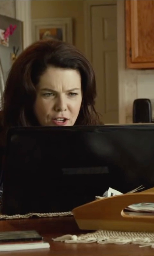 Lauren Graham with Toshiba Satellite Laptop in Max
