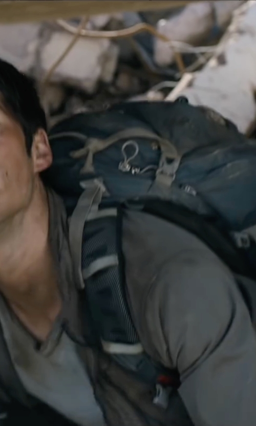 Dylan O'Brien with Osprey Manta 36 Bagpack in Maze Runner: The Scorch Trials