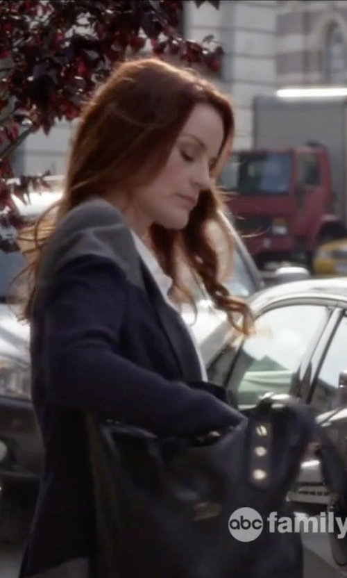 Laura Leighton with Will Leather Goods Adeline Tote Bag in Pretty Little Liars