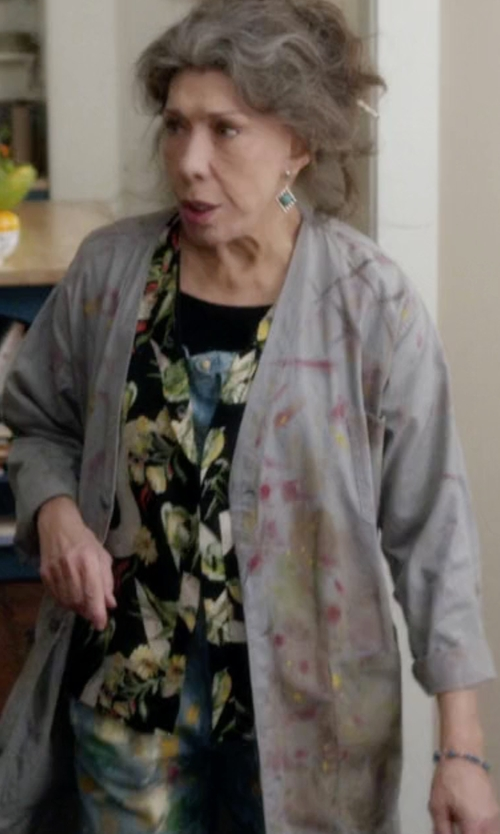 Lily Tomlin with ATM Cashmere V-Neck Donegal Cardigan in Grace and Frankie