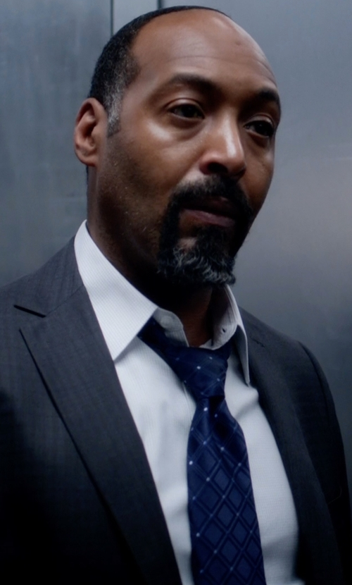 Jesse L. Martin with Nordstrom 'Irish Poet' Plaid Silk Tie in The Flash