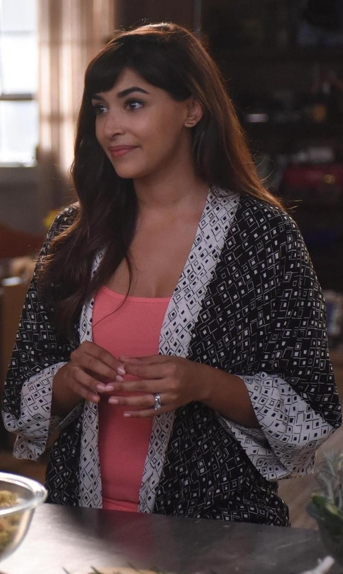 Hannah Simone with In Bloom Meander Floral Print Knit Wrap Robe in New Girl