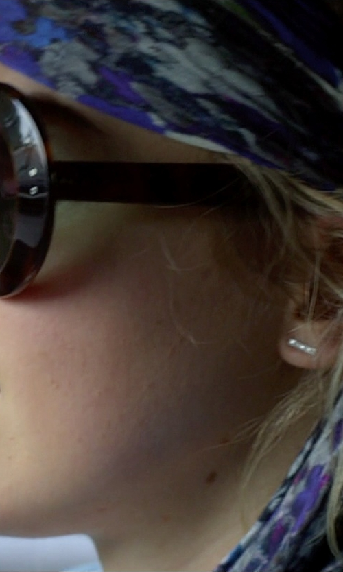 Imogen Poots with Dana Rebecca Designs 'Sylvie Rose' Diamond Bar Stud Earrings in Need for Speed
