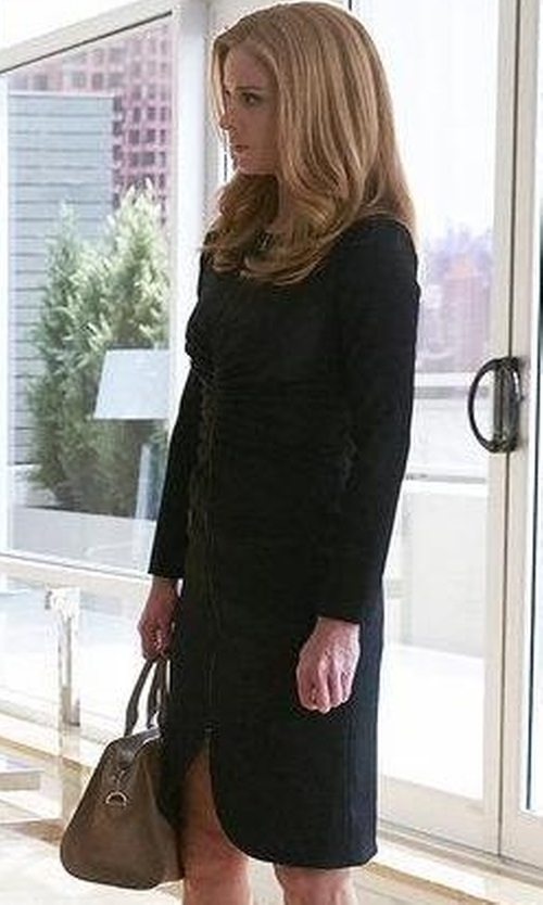 Sarah Rafferty with Alexander McQueen Padlock Leather Shoulder Bag in Suits