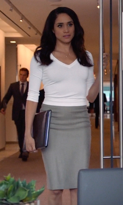 Meghan Markle with Club Monaco Reyna Skirt in Suits
