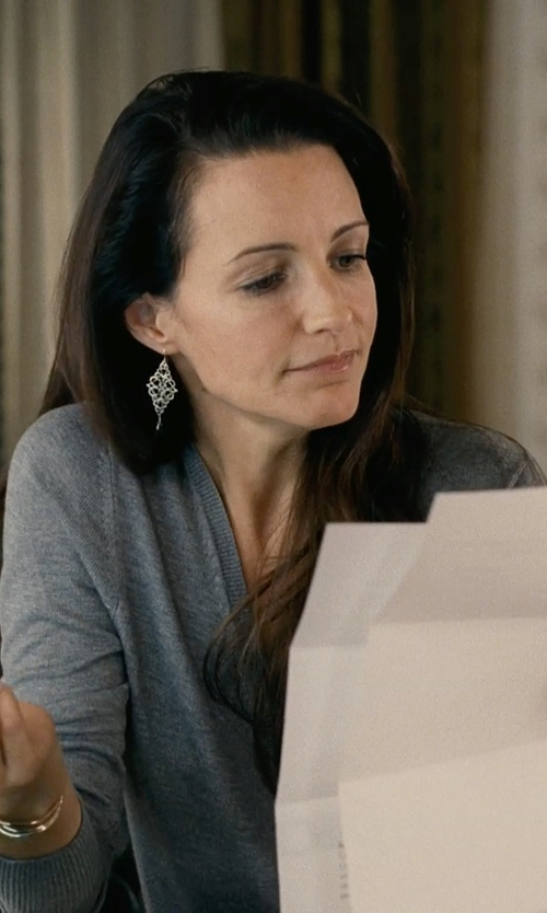 Kristin Davis with Kendra Scott Signature Jordana Gold Bangle-Bracelet in Couple's Retreat