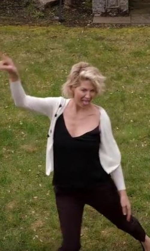Jenna Elfman with 2W2M Casual Pants in Imaginary Mary