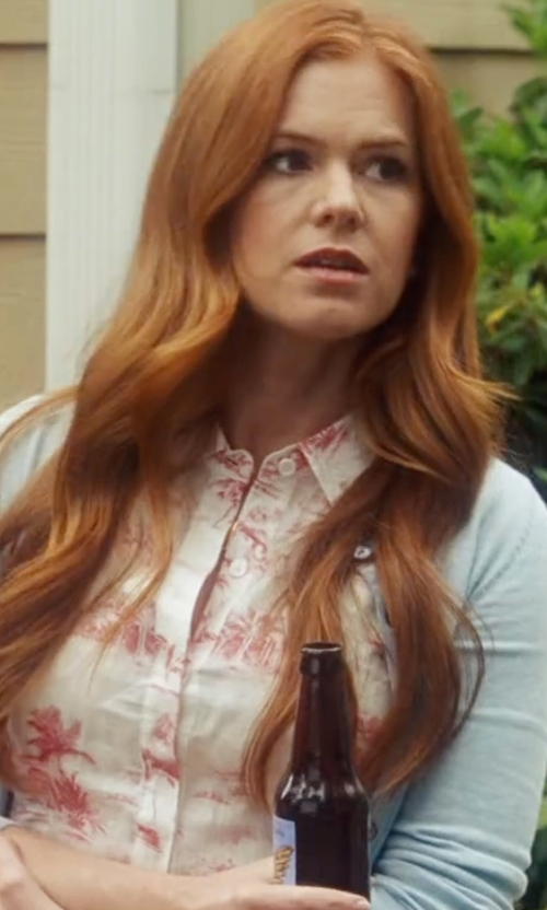 Isla Fisher with Tory Burch Rosemary Cashmere Cardigan in Keeping Up with the Joneses