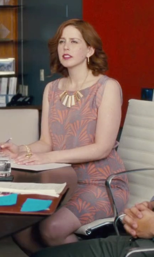 Vanessa Bayer with Adrianna Papell Floral-Print Sheath Dress in Trainwreck