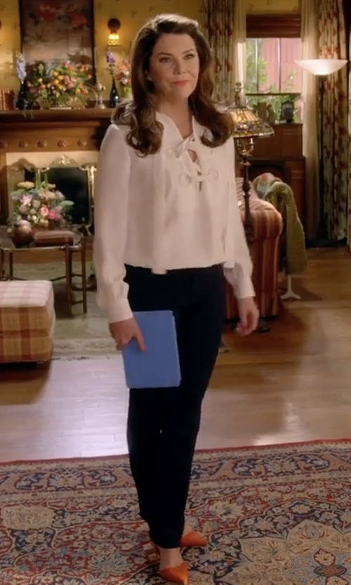 Lauren Graham with Manolo Blahnik BB Suede Pumps in Gilmore Girls: A Year in the Life