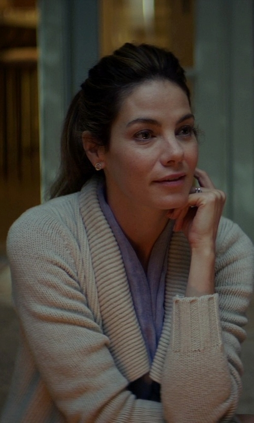 Michelle Monaghan with Gap Ribbed V-Neck Cardigan in The Best of Me