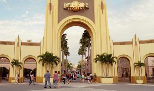 Ellie Kemper with Universal Studios Florida Orlando, Florida in Unbreakable Kimmy Schmidt