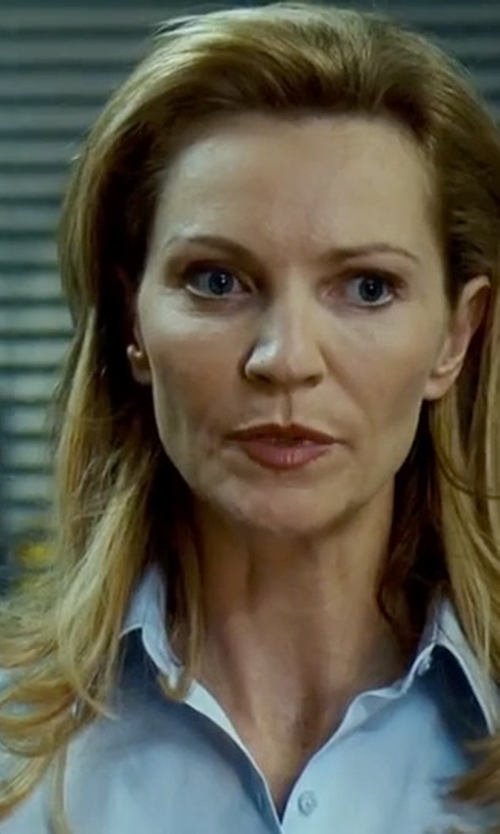 Joan Allen with T By Alexander Wang Long Shirt in The Bourne Ultimatum