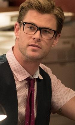 Chris Hemsworth with Tom Ford Transparent Havana Eyeglasses in Ghostbusters (2016)