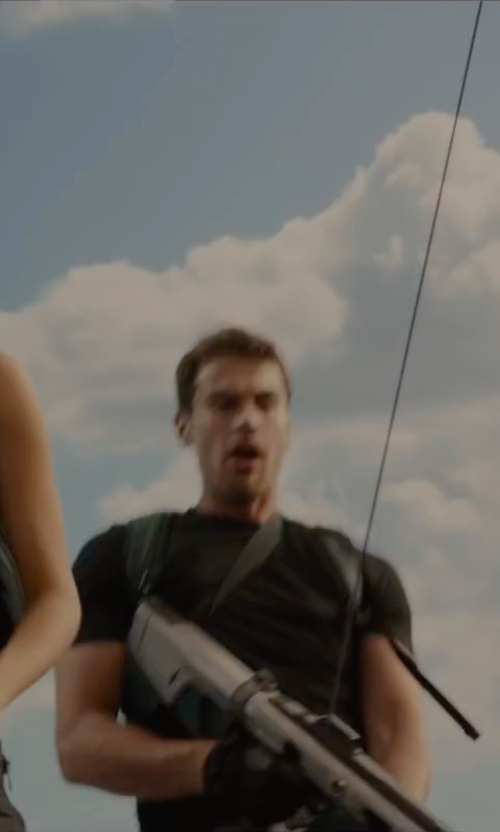 Theo James with Cycling Glove Gaa Tactical Gloves in The Divergent Series: Allegiant