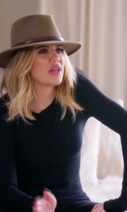 Khloe Kardashian with Splendid 1x1 Crew Neck Tee Shirt in Keeping Up With The Kardashians
