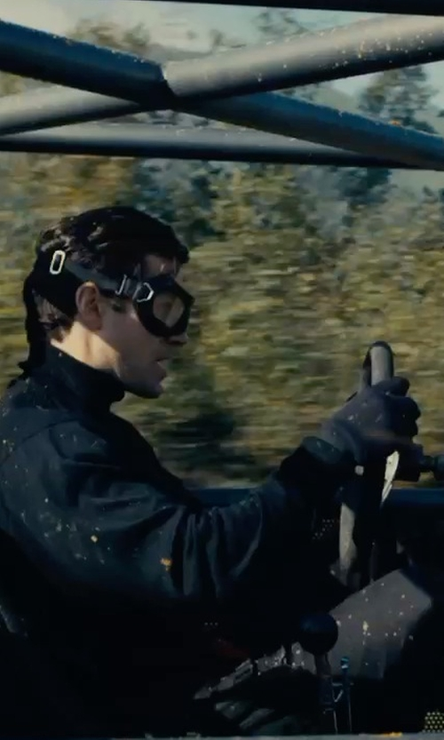 Henry Cavill with Pickett Men's Silk Lined Leather Gloves in The Man from U.N.C.L.E.