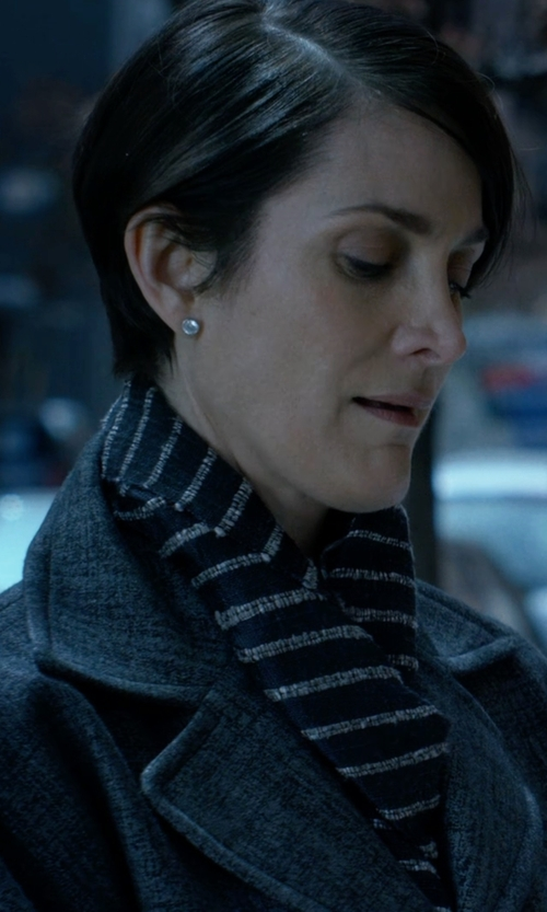 Carrie-Anne Moss with Pisu Bazaar Woven Linen Stripe Scarf in Jessica Jones