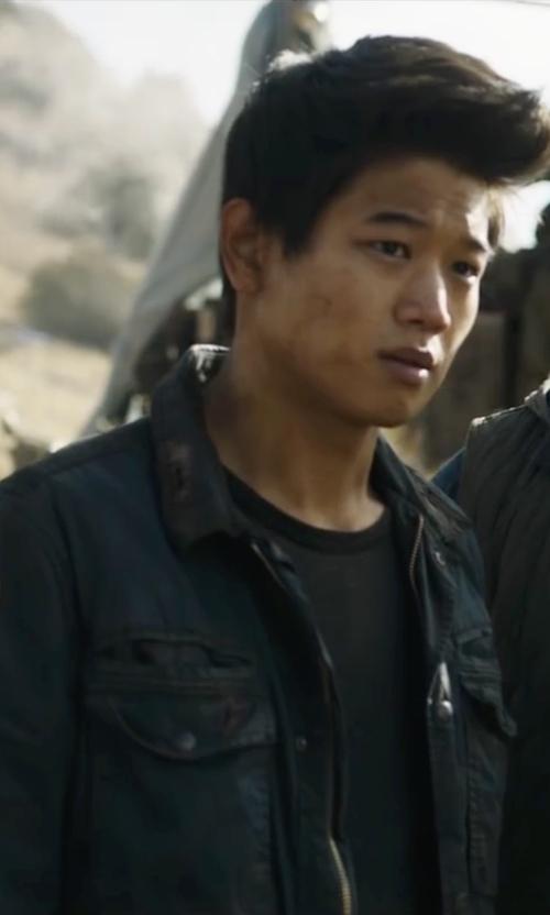 Ki Hong Lee with Banana Republic Modern Safari Jacket in Maze Runner: The Scorch Trials