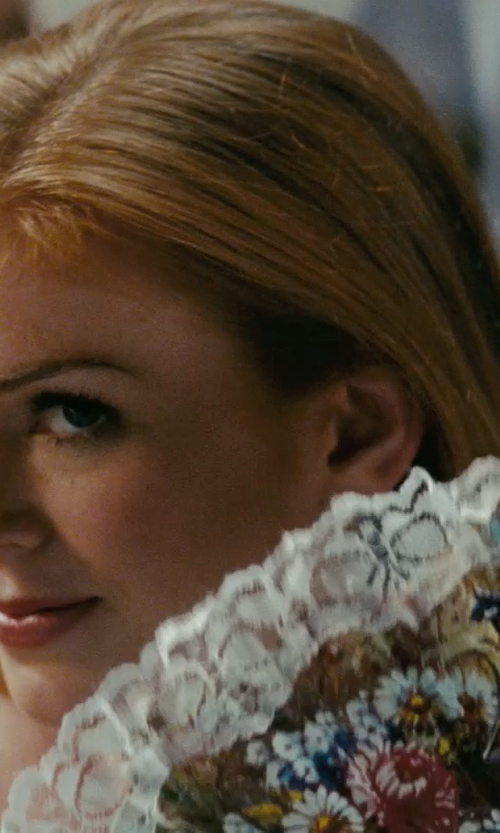 Isla Fisher with Uxcell Spanish Style Hand Fan in Confessions of a Shopaholic