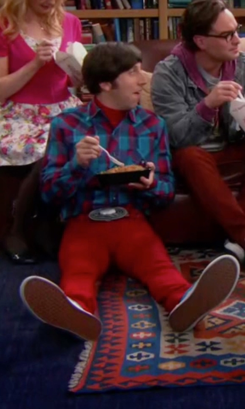 Simon Helberg with Abercrombie & Fitch Muscle Fit Flannel Logo Shirt in The Big Bang Theory