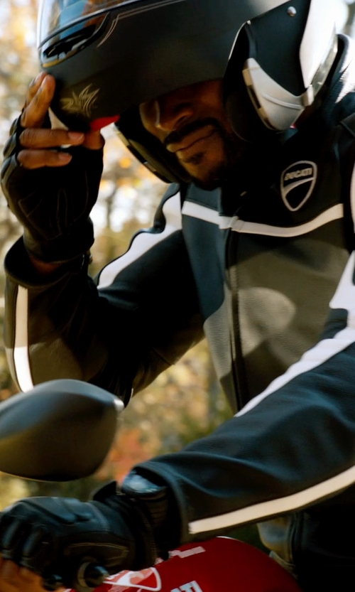 Tyson Beckford with Bell Revolver EVO Helmet in Addicted