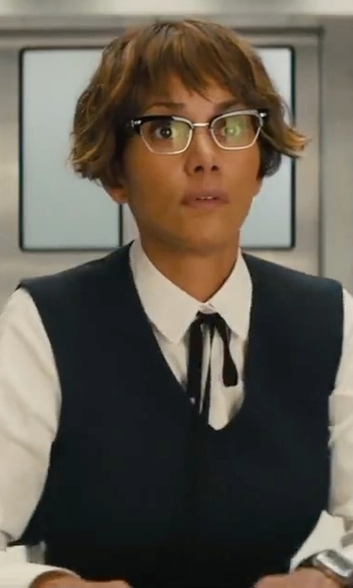 Halle Berry with Egrey Sleeveless Blouse in Kingsman: The Golden Circle