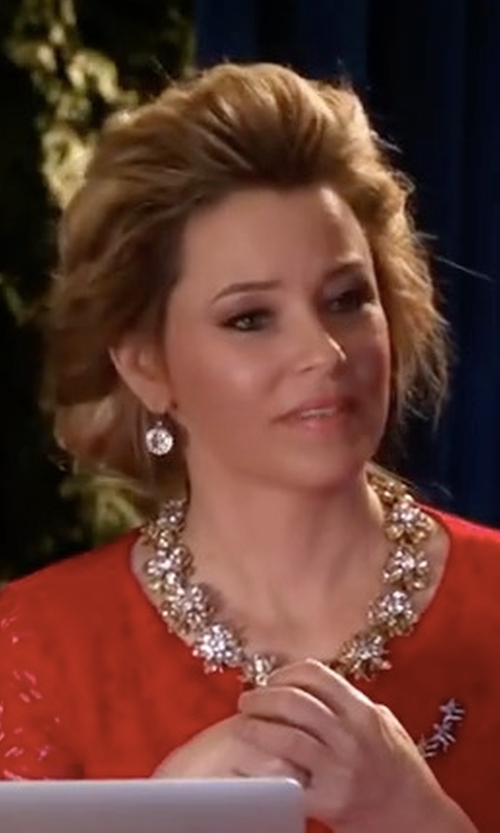 Elizabeth Banks with J.Crew Crystal Drop Earrings in Pitch Perfect 3