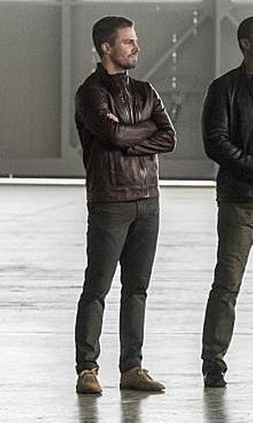 Stephen Amell with Vince Alberto Suede Chukka Boots in The Flash