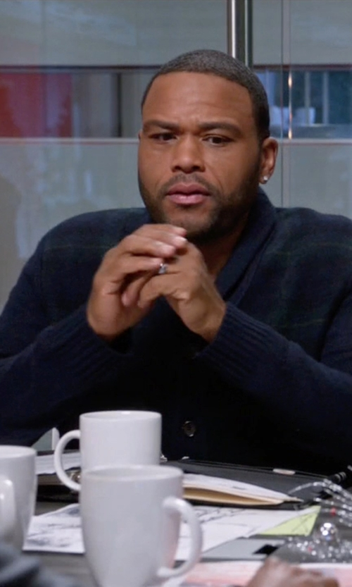 Anthony Anderson with Polo Ralph Lauren Tartan Shawl Cardigan Sweater in Black-ish