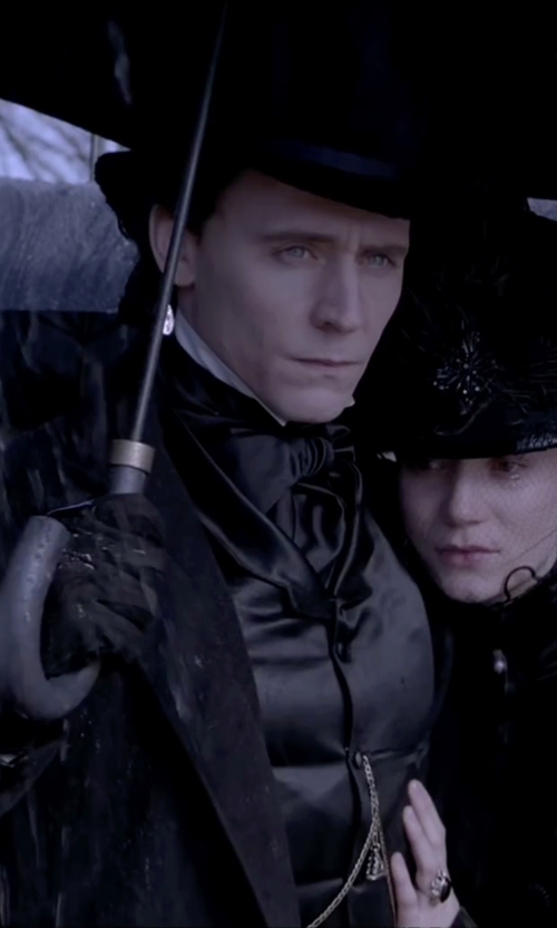 Tom Hiddleston with Emporio Armani Stitching Detail Gloves in Crimson Peak