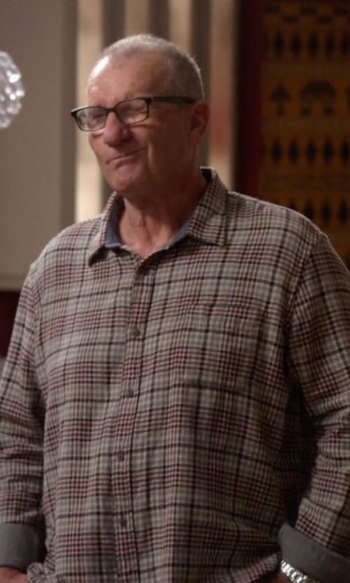 Ed O'Neill with Brooks Brothers Plaid Button Down Shirt in Modern Family
