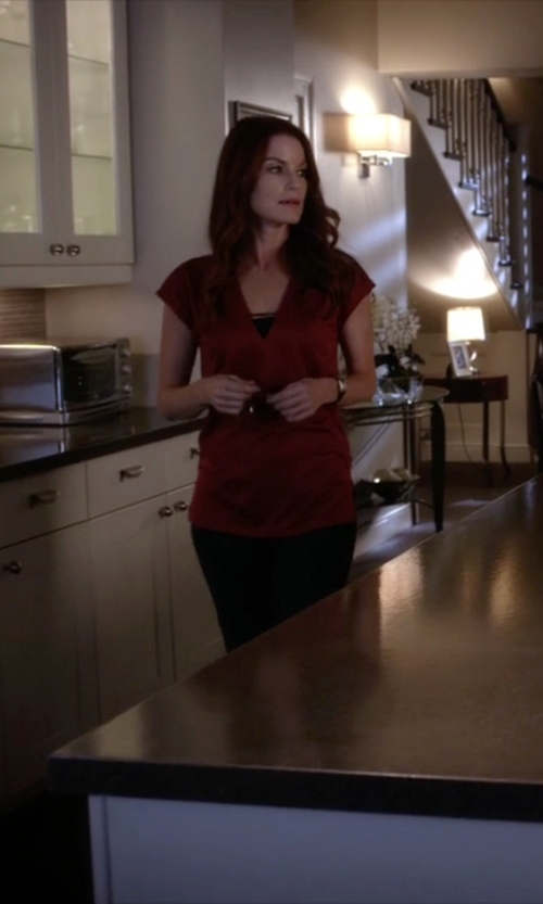 Laura Leighton with Vince Split Neck Tunic Top in Pretty Little Liars