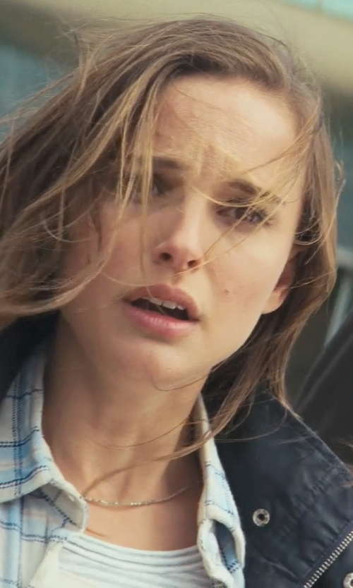 Natalie Portman with Shy By Sydney Evan Star Necklace in Thor