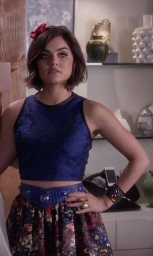 Lucy Hale with Kenneth Jay Lane Oval Faux-Pearl Ring in Pretty Little Liars