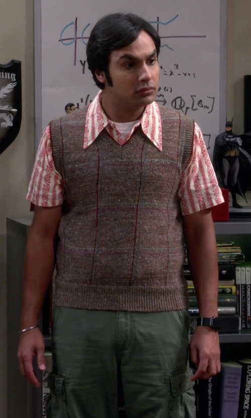 Kunal Nayyar with Apple Leather Loop Watch in The Big Bang Theory