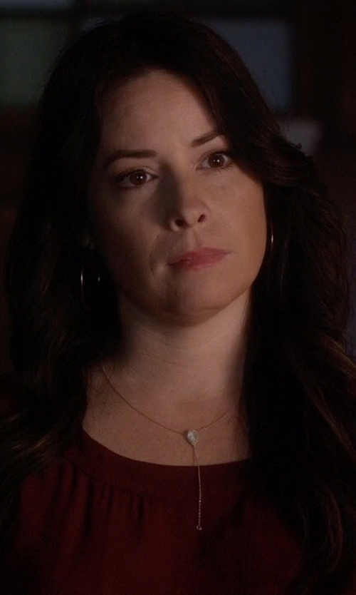 Holly Marie Combs with Loren Stewart Diamond & Gold Y-Chain Necklace in Pretty Little Liars