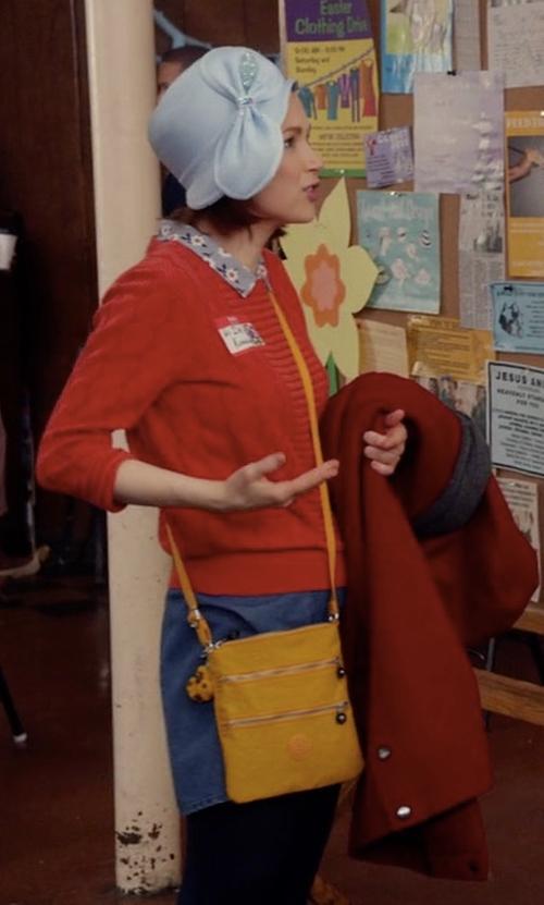 Ellie Kemper with Kipling Rizzi Convertible Bag in Unbreakable Kimmy Schmidt