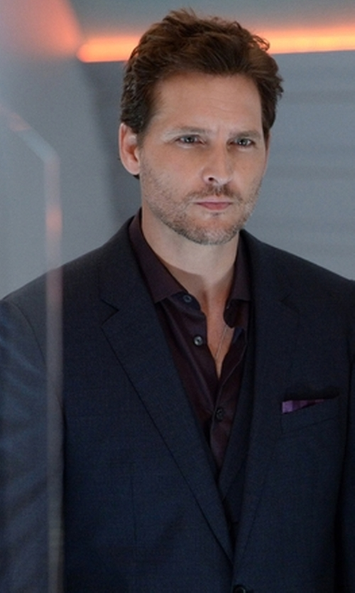 Peter Facinelli with Tagliatore Two Piece Suit in Supergirl