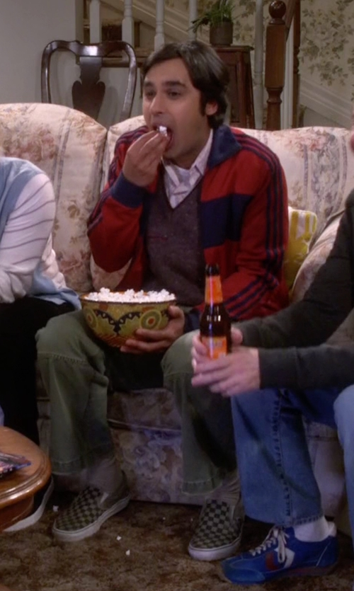 Kunal Nayyar with 7 For All Mankind Weekend Cargo Pants in The Big Bang Theory