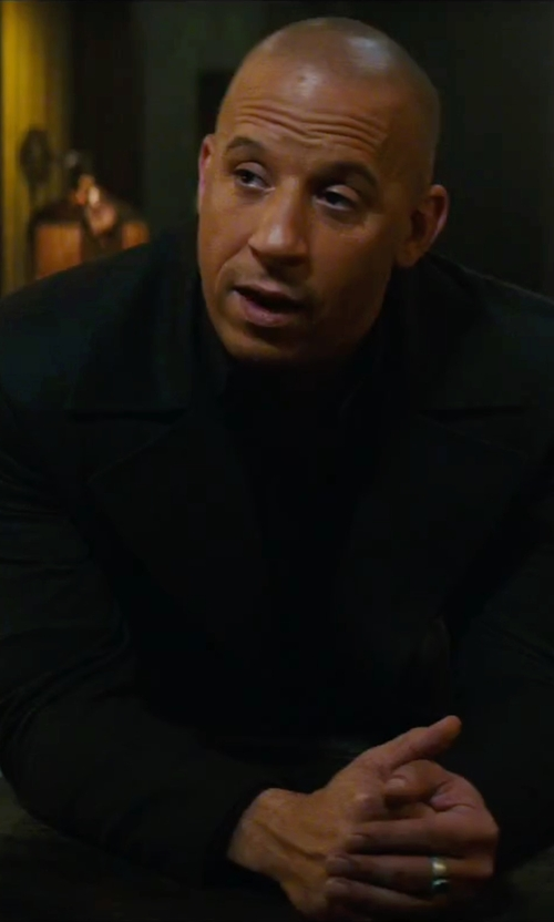 Vin Diesel with Men's Signet Rings Plain Oval Top Signet Ring in The Last Witch Hunter