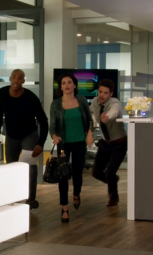 Jenna Dewan Tatum with Steve Madden Item Tote Bag in Supergirl