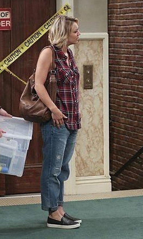 Kaley Cuoco-Sweeting with Superdry Boyfriend Jeans in The Big Bang Theory
